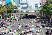 BANGKOK - FEBRUARY 2: Large crowd of Thailand's protest — Stock Photo