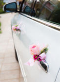 Wedding car with beautiful decorations — Stock Photo