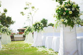 Wedding ceremony in a beautiful garden — Стоковое фото