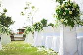 在一个美丽的花园中的婚礼 — 图库照片