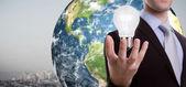деловой человек холдинг лампочку (элементы этого изображения отделки — Стоковое фото