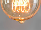 Close up of vintage glowing light bulb — 图库照片