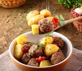 Meatballs with tomato sauce with potatoes in broth — Stock Photo