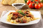 Pasta with chunks of fresh tuna, tomato and mint — Stock Photo