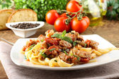 Pasta with chunks of fresh tuna, tomato and mint — Stock Photo