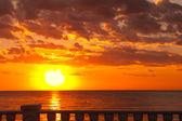 Coucher de soleil au bord de la mer — Photo