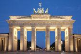Por la noche, la puerta de brandenburgo berlin — Foto de Stock