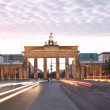 Brandenburg gate, Strasse des 17 Juni, Berlin — Stock Photo #13589130