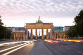 Brandenburg gate, Strasse des 17 Juni, Berlin — Stock Photo