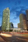 Potsdamer platz moderna byggnader på natten, berlin — Stockfoto