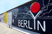 Berlin, Germany - August 01 2012: Graffiti at East Side Gallery, Berlin wall memorial — 图库照片