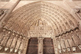 Notre Dame, Paris cathedral portal, saint statues — Stock Photo