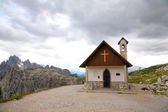 Mountain church Dolomities, Dolomiti - Italy — Stock Photo