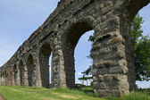 Stone arches of ancient Roman aqueduct — Stock Photo