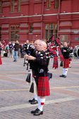 "Moscow, Russia - August 31, 2012: international festival of military orchestres ""Spasskaya tower"", performance of Scottish Bagpipes military orchestra. — Stock Photo"