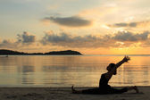 Silhouette of a yoga girl at sunrise — Stock Photo