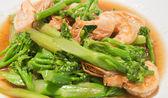 Prawns with broccoli fried sauce — Stock Photo