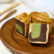 Moon cake serve on wooden dish — Foto de Stock