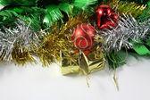 Noel süsler dekorasyon beyaz arka plan üzerinde kenarlık — Stok fotoğraf