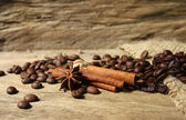 Roasted coffee beans and spices — 图库照片