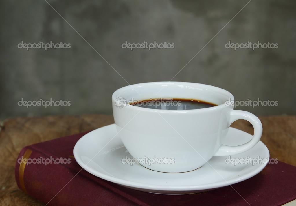 натюрморт с чашкой: