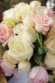 Roses bouquet arrange for wedding  decoration in garden — Stok fotoğraf