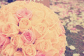 Vintage roses bouquet arrange for wedding  decoration in garden — Stock Photo