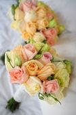 Ramo de novia con rosas — Foto de Stock