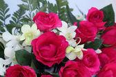 Rosas e bouquet de orquídeas — Foto Stock