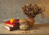 Apple fruit and old book — Stock Photo