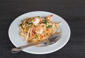 Pad thai- stir-fried  noodles . Thailand's national dishes — Foto de Stock