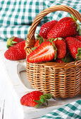 Strawberries in a basket. — Stock fotografie