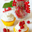 Cupcakes and berries. — Stock Photo #27433869