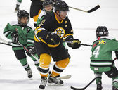 Boston Bruins Alumni Hockey Game Ray Bourque Kids — Stock Photo