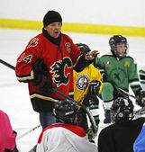 NHL Hockey Theo Fleury Teaches Players — Stock Photo