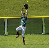 Canada games softball woman catch ball outfield — Stock Photo