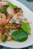 Mescolare i frutti di mare fritti, piatto piccante — Foto Stock