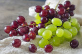 Red and green grapes — Stock Photo