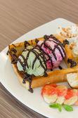 Honey toast and ice cream — Stock Photo