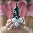 Family decorating Christmas tree — Lizenzfreies Foto