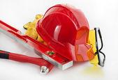 Red helm mit brille, kopfhörer und handschuhe — Stockfoto
