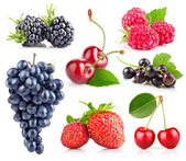 Set of fresh berry with green leaf — Stock Photo
