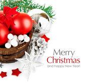 Weihnachten lametta mit zweig firtree und rote kugeln — Stockfoto