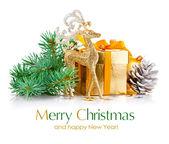 分公司 firtree 和礼物的圣诞黄金鹿 — 图库照片