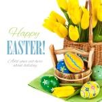 复活节彩蛋与春天的花朵 — 图库照片
