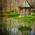 Gazebo in park setting in early spring — Stock Photo #22718973