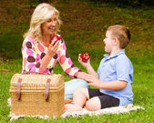 Mother and son enjoying picnic outdoors at park — Stock Photo
