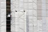Bâche de protection sur un bâtiment — Photo