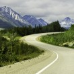 Asphalt road in high mountains of Alaska — Stock Photo