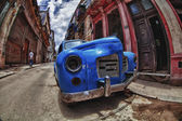 Abandon old car in the street of Havana — Photo
